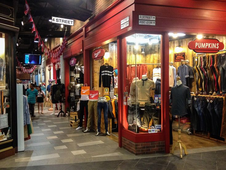 Bangkok is one of my favorite shopping cities in the world, with it`s great shopping centers and markets! Here is the best places to go shopping in Bangkok!