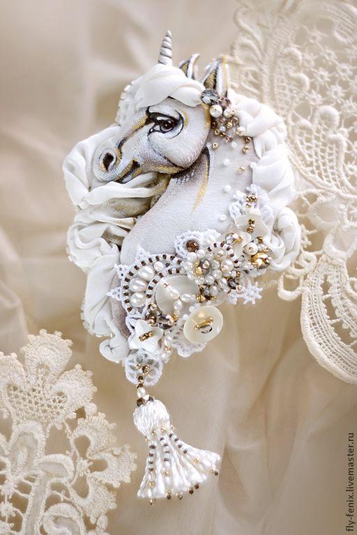 """Брошь-кулон """"Белый Конь"""" из коллекции """"Шахматные Легенды"""" - белый,украшение"""