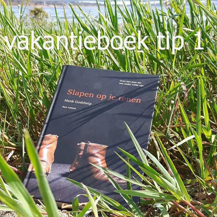 VAKANTIEBOEKEN TOP-11 1. SLAPEN OP JE TENEN, Henk Godthelp, roman. Een magistraal verhaal over vriendschap, vol humor, verdriet, vreugde, seks, ziekte en filosofie. Een verhaal dat je raakt.  #Vakantieboeken #tips #slapenopjetenen #henkgodthelp #auteur #boek #schrijver #schrijven #overeenmandieeenanderwildezijn #roman #fotografie #literatuur #uitgever #uitgeverij #uitgeverijhulde #hulde #huldehenk #amstelveen #vriendschap #humor #verdriet #seks #filosofie #vreugde