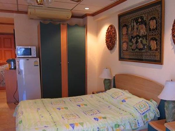 A 3rd floor easy to reach condo in the popular A3 building of Jomtien Beach Condominiums. This compact studio has European style cooking facilities and appliances and utensils. All bed linen and towels etc are provided and air conditioning and a large ceiling fan for comfort. TV and DVD are of course in the apartment. It is fully furnished and internet is available.