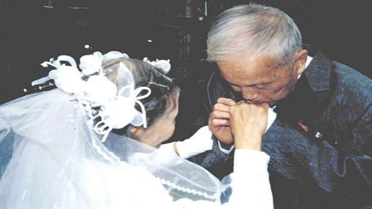Megható: 70 év házasság után újraalkották esküvői fotójukat - NLCafé - NLCafe.hu