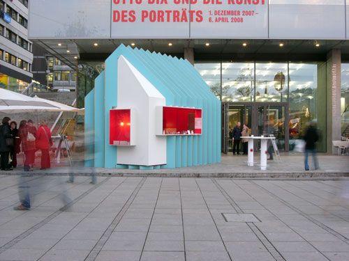 Ein Projekt der Kunstakademie Stuttgart. Der Glühweinstand 2007 auf dem Weihnachtsmarkt in Stuttgart.