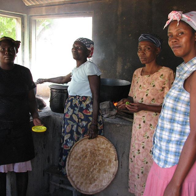 Local #women of #fonpou #Haiti cooking traditionally with #charcoal   #cook #explore #travel #NGO #nonprofit  www.soudehaiti.org