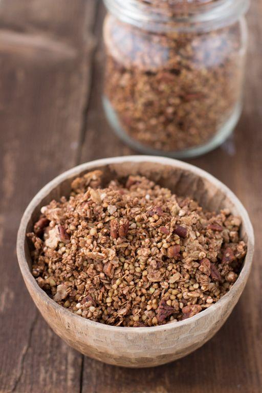 Meine liebste Kakao-Granola mit Buchweizen, Hafer und Erdmandel-Flocken | Carrots for Claire