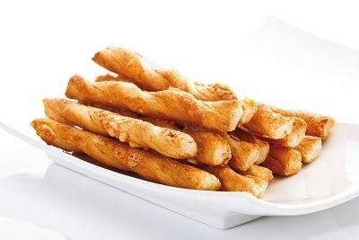 Los Palitos de Queso, son una receta deliciosa para el copetín, se pueden servir solos o acompañados de salsa tártara, salsa golf y queso de untar con ciboulette u otra salsa.