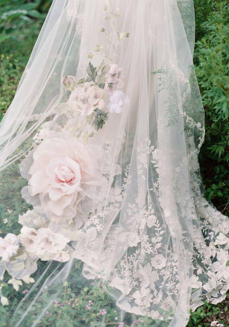 Gestickte Einsätze aus staubigen Rosen und Salbeiblättern mit handgetönten …   – decor