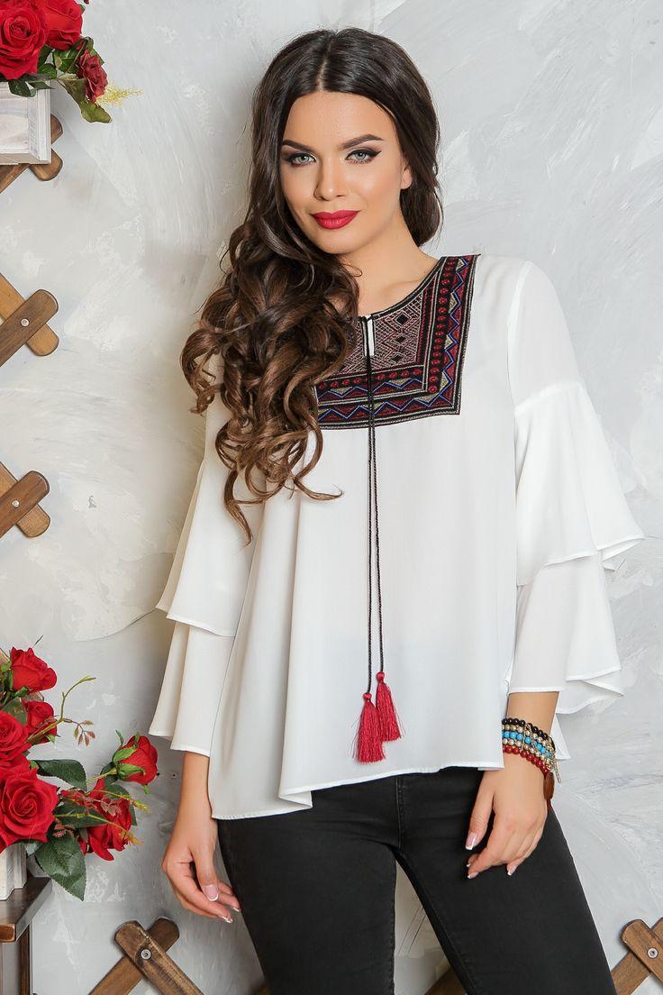 Bluza cu accesoriu forme geometrice | Madelia Fashion - Magazin online haine și rochii de damă    Bluza alba din voal cu volane la maneca, accesoriu cu forme geometrice.