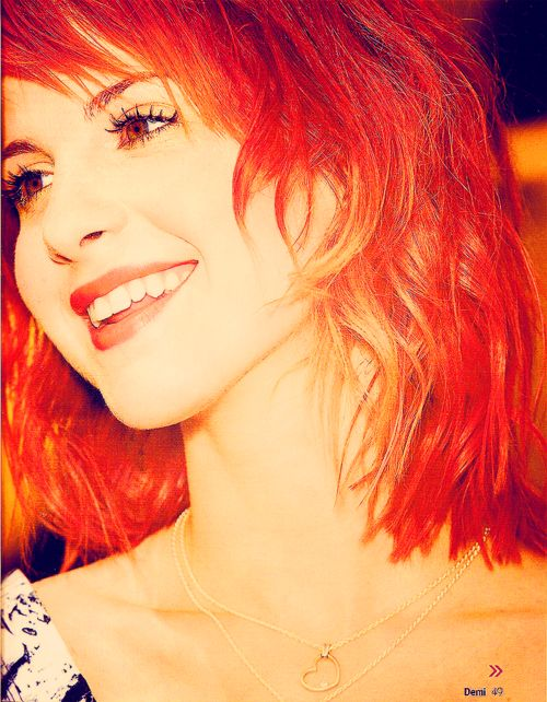 Hayley Williams <3 her hair SHE IS GORGEOUS