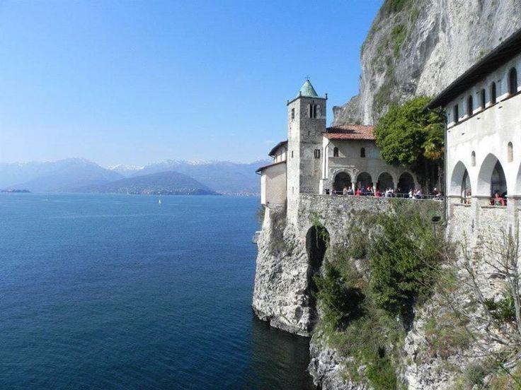 Eremo di Santa Caterina del Sasso, Leggiuno, Varese, Lombardia, en el Lago Maggiore