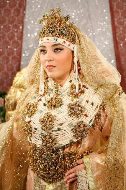 Morocco beautiful arabian women on het wedding day for Robe pour mariage cette combinaison parure bijoux