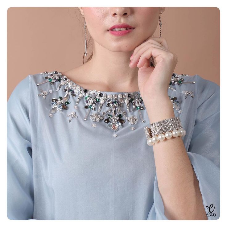 DRS0101 (greyish blue) Bust 96cm Length 95cm Sleeve 47cm Fully Lined For more details and price please contact us :) WA : +6289687171323 Line : @eiwaonline ---- *Colors may appear slightly different due to lighting during photoshoot, pc/smartphone picture resolution, or individual monitor setting.
