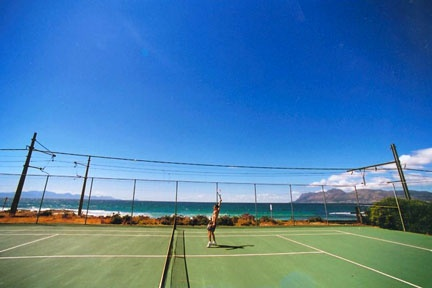 St James tennis court. Image courtesy of www.villastjames.com