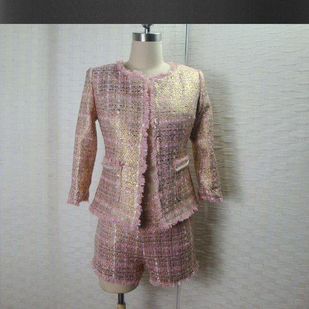 #clot #одежда #лето #костюм_двойка #женщинам #women #suit #tweed Розовый костюм из твида с золотым переливом Подробнее: http://ali.pub/w2lob