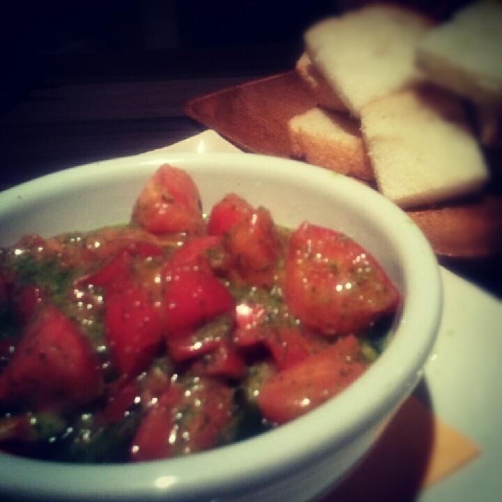つぶ貝と高濃度トマトのガーリックバター