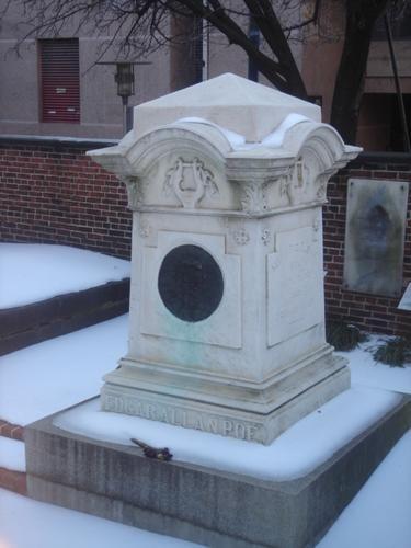 Edgar Allan Poe (1809- 1849) : Edgar Allan Poe (19 de enero de 1809 - 7 de octubre de 1849) <BR>Escritor romántico estadounidense, cuentista, poeta, crítico y editor, unánimemente reconocido como uno de los maestros universales del relato corto. <BR>Es considerado el padre del cuento de terror psicológico y del short story (relato corto) en su país. Fue precursor asimismo del relato detectivesco y de la literatura de ciencia ficción, y renovador de la llamada novela gótica. <BR...