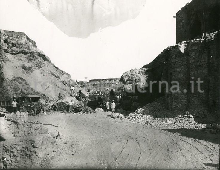 Demolizione collina Velia: appare il Colosseo...