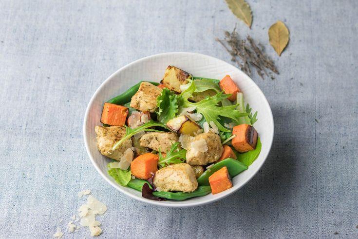 Salade au poulet, patate douce et parmesan