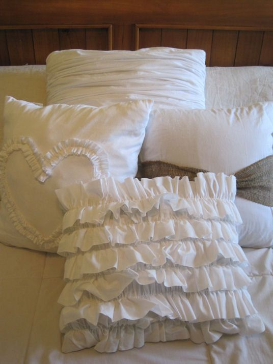 48 best images about Ruffles, Ruffles, and more Ruffles on Pinterest Cottage chic, Tablecloths ...