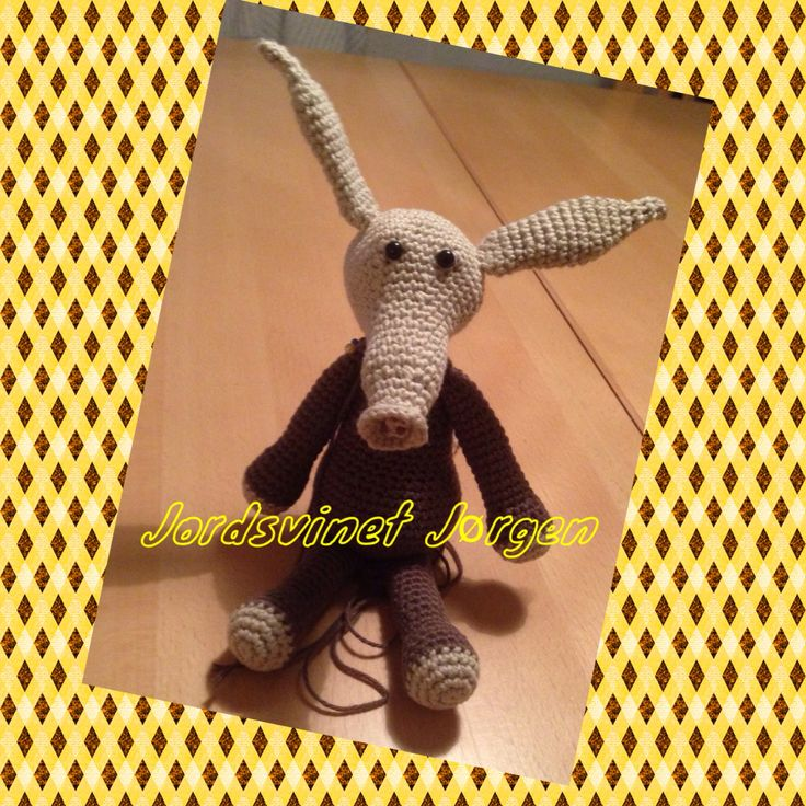 Jordsvinet Jørgen fra Edwards menageri (af Kerry Lord) #edwardsmenagerie #edsanimals #crochet #hækling #KroezeDezign gave til min niece den skønne Helene, april 2016.