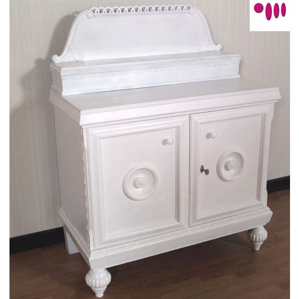 Shabby Chic sideboard by Atelier myArtistic... read more: http://mobilishabbychic.blogspot.it/2012/03/credenza-shabby-chic-sideboard.html