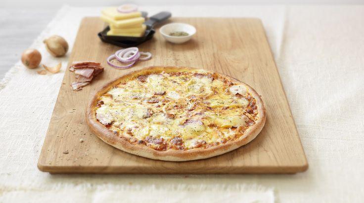 Pizza «Raclette» – Tomato sauce, Mozzarella, Onions, Bacon, Raclette cheese, Herbes de Provence – Sizes: S - 25cm, M - 30cm, L - 35cm