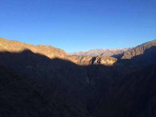 The sun was already rising over the Canyon, but we still had a long way to hike… #Peru #Arequipa #Colca #ColcaCanyon #RTW #JulesVernex2 More on our stay in Peru in our travel blog julesvernex2.wordpress.com