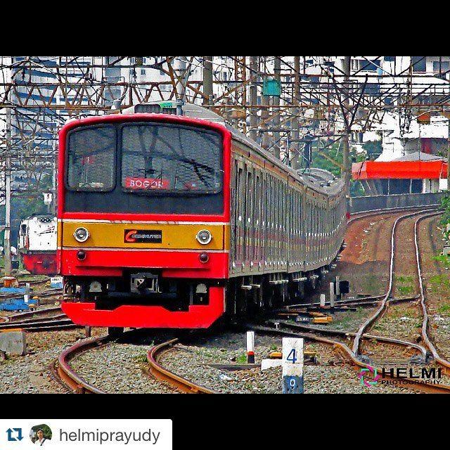 #Repost @helmiprayudy with @repostapp.  Bogor Line #instafankcj #KAI #keretaapikita #kereta #railway #indonesia #photography #photograph #trains_worldwide #trains #landscape  #ig_worldwide #ig_worldclub #best_shot #like4like #instasize #instapict #Krl #JR205 #japan #photographer #photo #railfans @krlcommuterline #205系 #日本 by jr205series