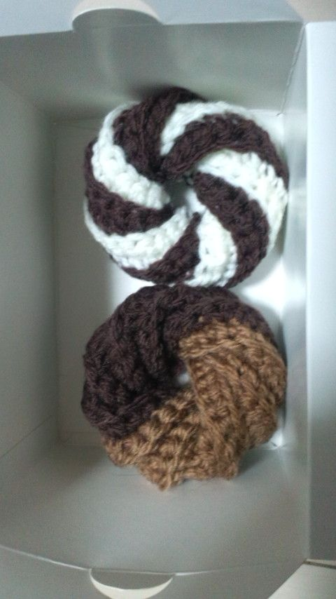 ドーナツのアクリルたわしの作り方|編み物|編み物・手芸・ソーイング | アトリエ|手芸レシピ16,000件!みんなで作る手芸やハンドメイド作品、雑貨の作り方ポータル