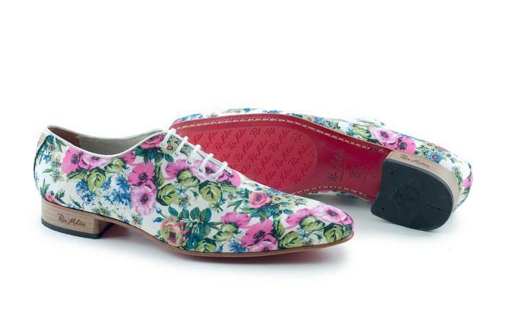 Pepe Milan - APRIL FLOWERS -  These exclusive classic Pepe Milán men's shoes are made from resilient textile with a stylish flower design.   Der stilvolle, exklusive Herrenschuh von Pepe Milán ist mit einem stylischen Blumenmotiv aus Stoff gestaltet.  De exclusieve APRIL FLOWERS schoenen met roze bloemmotief zijn kleurrijke schoenen die gegarandeerd zorgen voor een goed humeur.