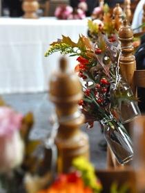Bruiloft in herfst bloemen, bloemstukjes, decoratie