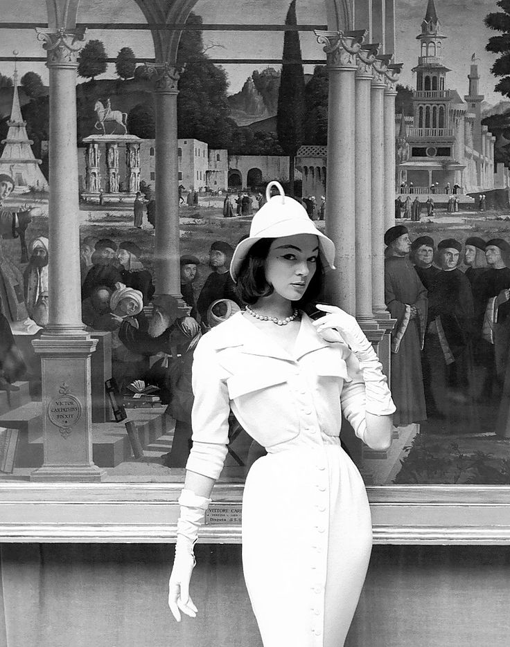 Ivy Nicholson in a slim jersey dress and soft brimmed hat by Jacques Fath at the Museé de l'Orangerie, 1954, photo by Georges Dambier for ELLE