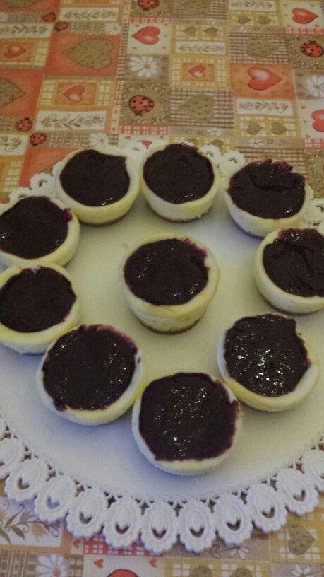 Mini cheesecakes with berry topping ! #yummy#cheesecake#homemade#berry#fruttidibosco