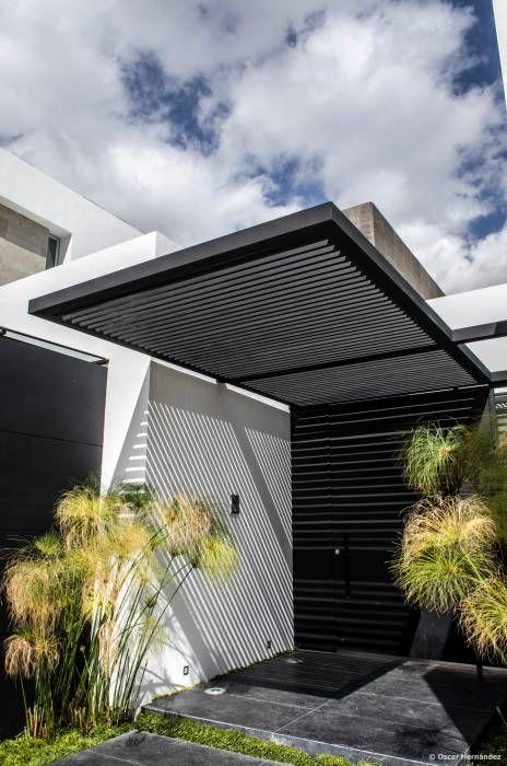 Las 25 mejores ideas sobre fachadas en pinterest for Diseno de entradas principales de casas