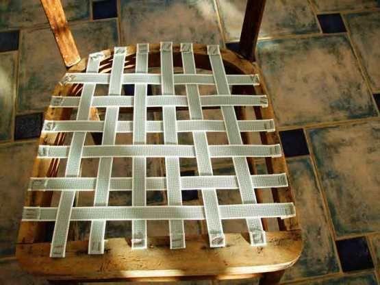 Pasos: 1.- Retirar tapicería antigua. Para ello utilicé un destornillador…