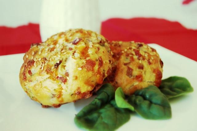 Scones bacon cheddar et oignons rouges