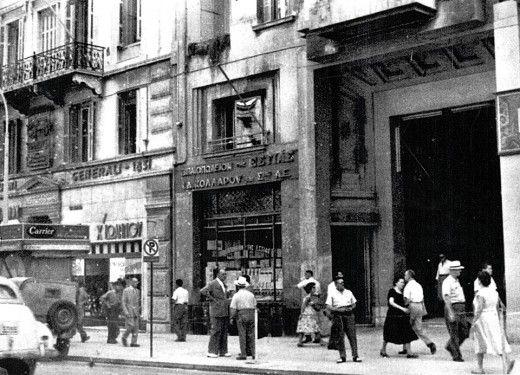 Το Βιβλιοπωλείον της Εστίας βρισκόταν αρχικά στη Στοά Νικολούδη στην οδό Σταδίου. Όταν αυτή κατεδαφίστηκε, μετακόμισε στην οδό Σόλωνος, όπου βρίσκεται μέχρι σήμερα Πηγή: www.lifo.gr