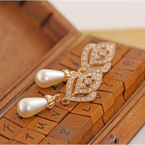 Women Hollow Out Crystal Heart Pearl Long Earrings Gold-plated Ear Studs Jewelry[Golden]