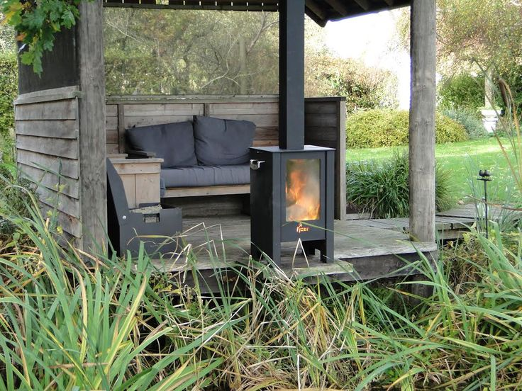 Unieke Doorkijk Kachel! Ideaal voor onder de veranda of in de tuin. De grote ruiten zorgen voor een uniek doorkijkeffect en laten u optimaal genieten van het vlammenspel.
