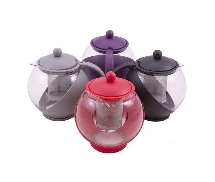 Préparez-vous un délicieux thé dans cette jolie théière en verre   Cette théière, d'une contenance de 1,25l, est en partie transparente de manière à ce que vous ayez une idée précise de la quantité de thé restante dans votre théière. Elle est pourvue d'un filtre amovible en métal, ce qui permet de le nettoyer très facilement.
