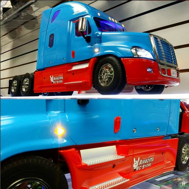 Amazing RC Stores new member of the family, the #Cascadia with the store colours.