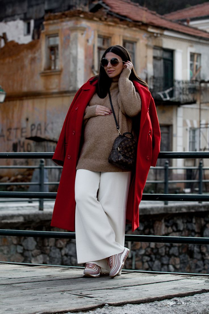 how to wear a red coat - Pregnancy style by Stella Asteria - Fashion & Lifestyle Blogger