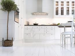 vitt golv lantligt kök - Sök på Google