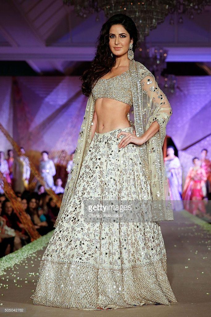katrina-kaif-walks-the-runway-at-regal-threads-fashion-show-by-manish
