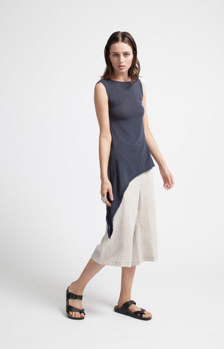 NEW Sleeveless Top / Black Asymmetric Tunic / Tank Top / Extravagant Shirt / Oversize Party Top / Sheer Blouse / marcellamoda - MB251 di marcellamoda su Etsy https://www.etsy.com/it/listing/240718800/new-sleeveless-top-black-asymmetric