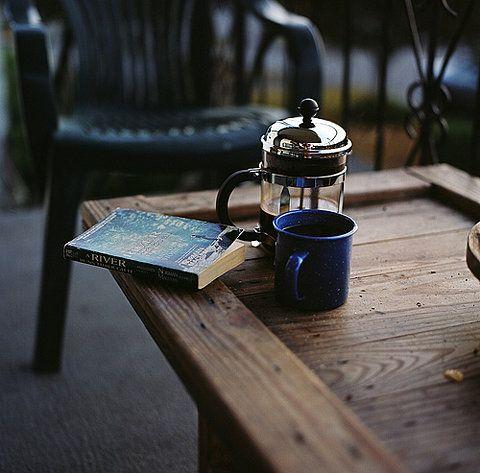 coffee and a good book | L'oeil de la photographie