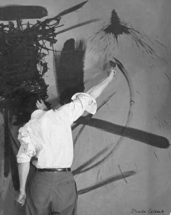 Denise Colomb, Georges Mathieu, 1952, ministère de la Culture et de la Communication/Médiathèque de l'architecture et du patrimoine/Dist. Rmn (©Denise Colomb).