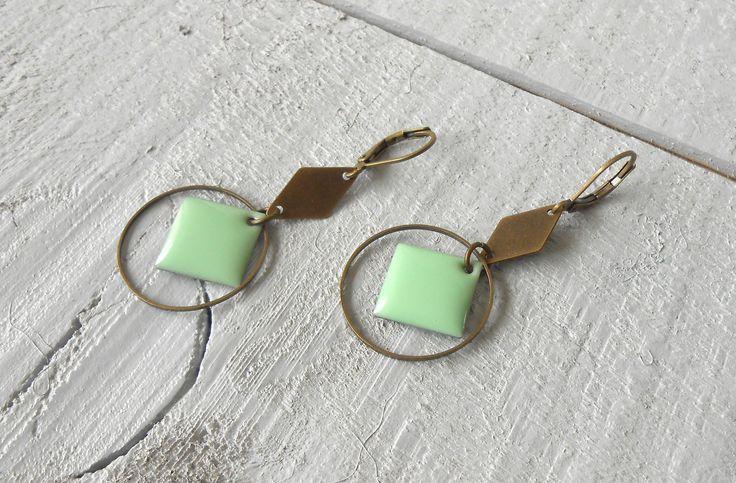 Boucle d'oreille, sequin émaillé vert d'eau : Boucles d'oreille par o-bijoux
