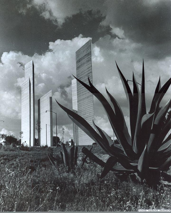 Matías Goeritz y Luis Barragán, Las Torres de Ciudad Satélite (1957-58)