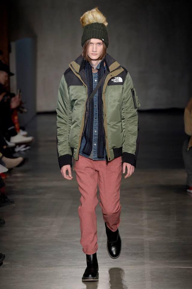 「サカイ(SACAI)」はアウトドアブランド「ザ・ノース・フェイス(THE NORTH FACE)」とコラボし、1月21日に開催した2017-18年秋冬パリ・メンズ・コレクションで発表した。店頭には9月に並ぶ予定。「ザ・ノース・フェイス」のファッション性を追求したユティリティーウエアライン「ザ・ノース・フェイス アー