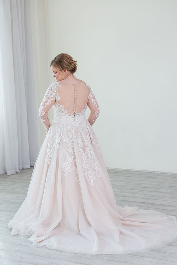 Plus Size Wedding Gowns With Images Plus Size Wedding Gowns Plus Size Wedding Guest Dresses Wedding Dresses